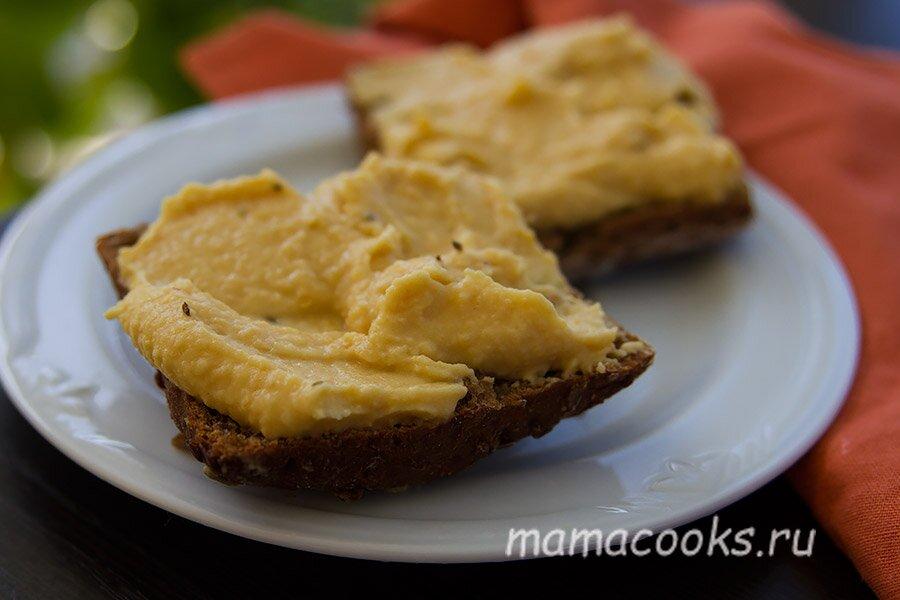 <p>Подавайте с питой, гренками или любимым хлебом для сэндвичей.</p>