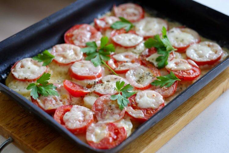 Запеканка с картофелем, томатами и моцареллой